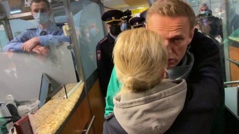 Un tribunal ruso ordena la encarcelación de Navalni hasta el 15 de febrero
