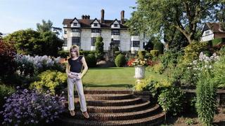 Rod Stewart Lists English Manor for $6M—Do Ya Think It's Sexy?