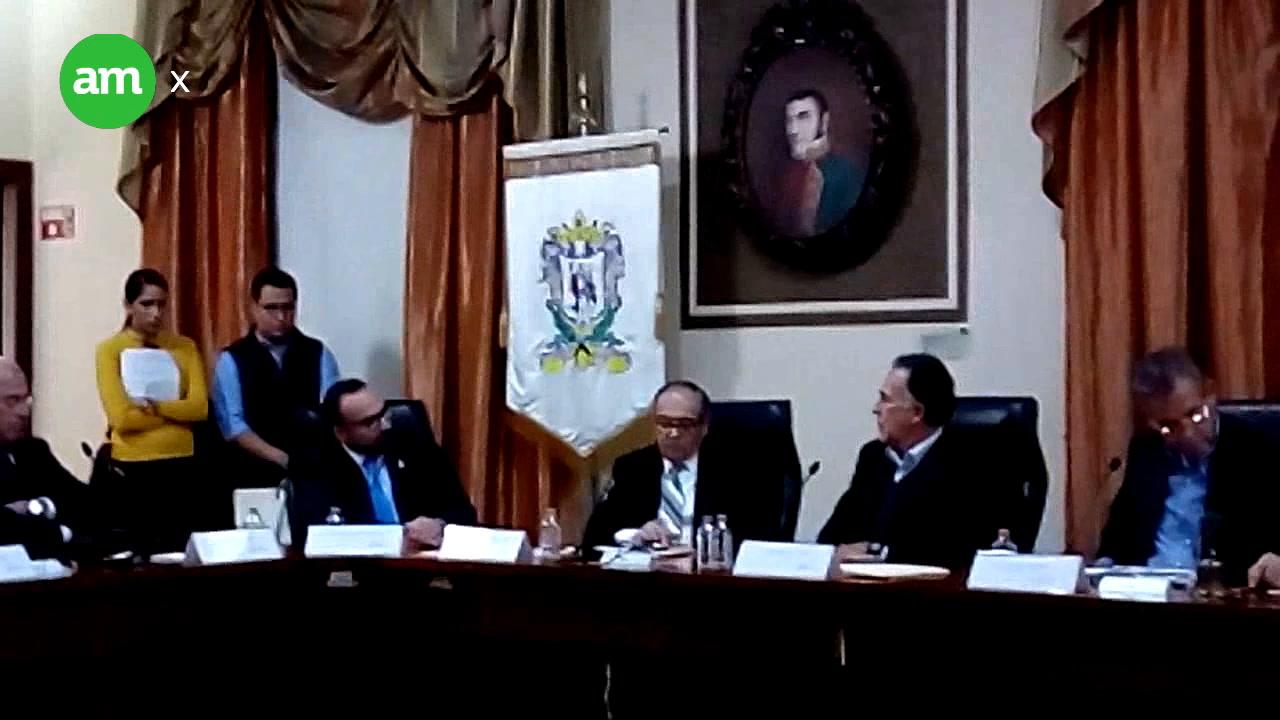 Deja ayuntamiento Carlos Medina