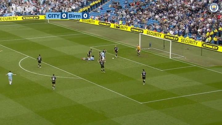 Tevez helps Manchester City rout Birmingham City