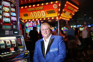Casino owner is giving away flights to Las Vegas – VIDEO