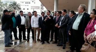 Diputados de Libre protestan en los bajos del Congreso Nacional