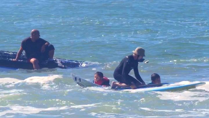 Far kantrer båten, men gir blaffen i å redde barna