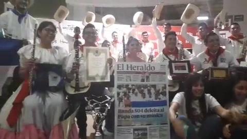 La Banda Juvenil 504 visita y deleita al público de EL HERALDO