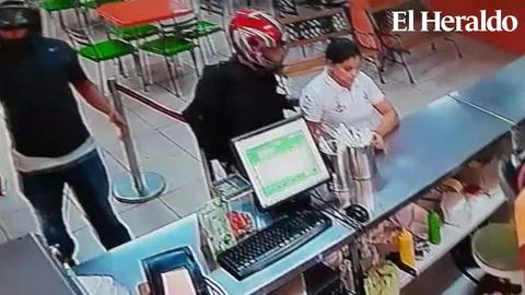 Policía difunde video de asalto en pollera en La Ceiba