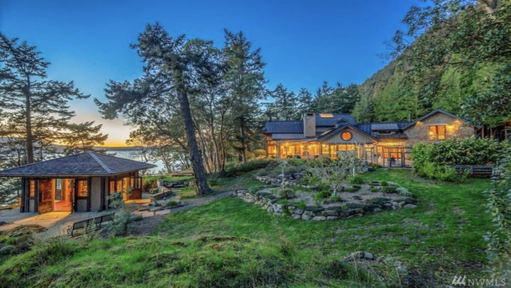 Oprah Winfrey's $8M Island Retreat Is Appropriately Fabulous