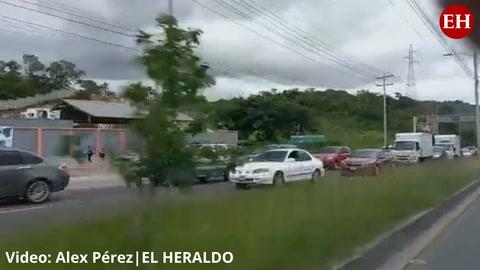 Campo Parada Marte: Capitalinos realizan enorme fila en el anillo periférico para llegar a Vacunatón