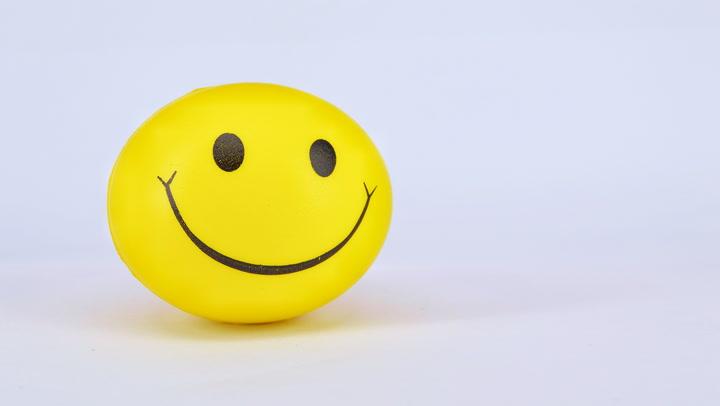 Bitcoin 'Options Smile' Shows Market Fearful of Downside Despite Tesla News