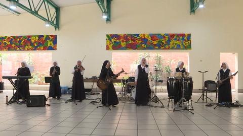 Siervas, religiosas roqueras que harán bailar al papa en Panamá