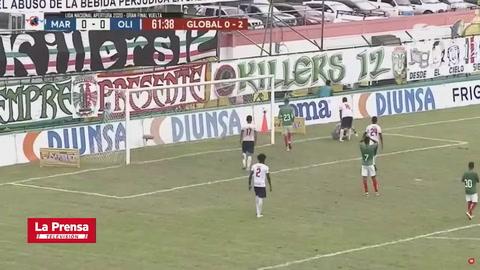 La espectactacular atajada de Edrick Menjívar tras tiro libre de Kervin Arriaga