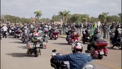 Bolsonaro lidera multitudinaria concentración en plena segunda ola de covid-19 en Brasil