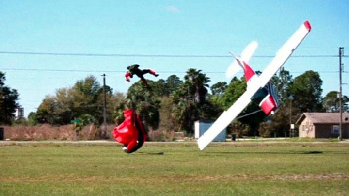 Fallskjermhopper krasjet med småfly