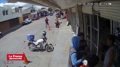 Sicarios en moto acribillan a político y empresario mexicano