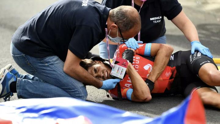 Espectacular perspectiva de la violenta caída de Landa y Dombrowski en el Giro