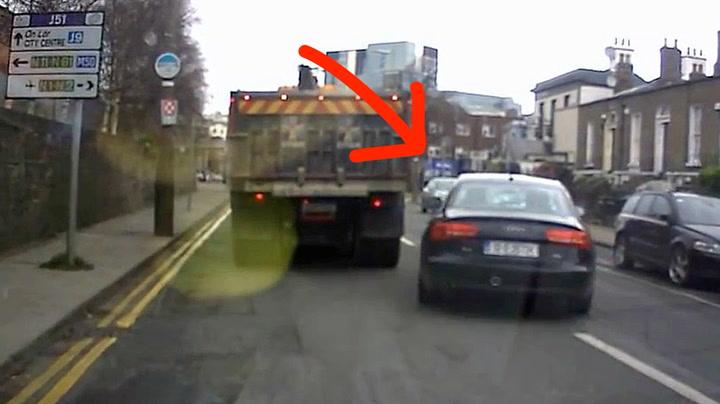Bilist ble latterliggjort etter dum forbikjøring
