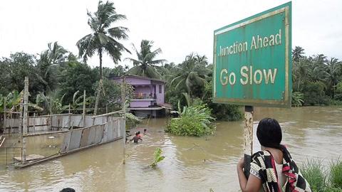 Diez días de inundaciones en India causan 324 muertos