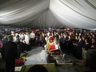 Rafael Ferrari es despedido con honores por una multitud en Tegucigalpa