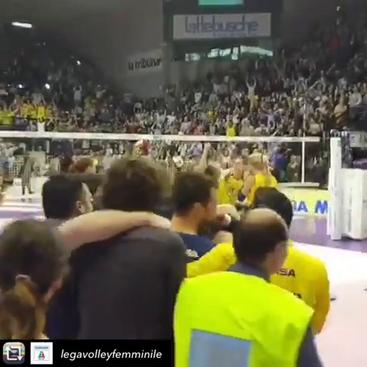 Las jugadoras del equipo italiano del Imoco Volley Conegliano celebraron el título en el vestuario posando desnudas