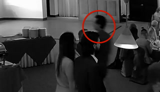 Video shows man stealing money gifts from Las Vegas wedding – VIDEO