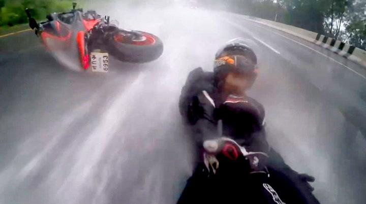 Motorsyklisten redder kjæresten i siste sekund