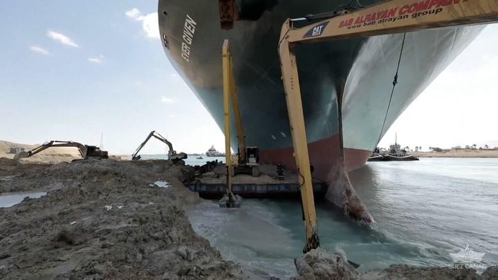 Stort skip i Suez-kanalen