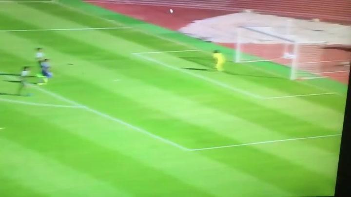 Japans schoolteam maakt bizarre goal