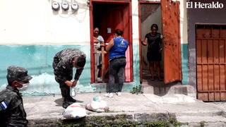 Entregan alimentos en colonia Villa Nueva de la capital