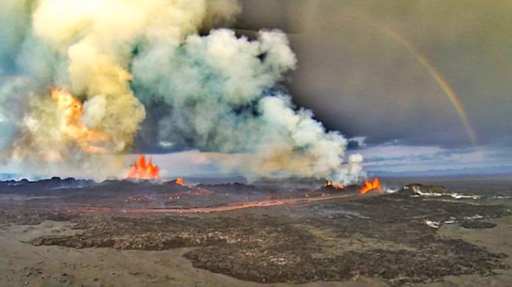 Utrolig vulkanvideo fra Island