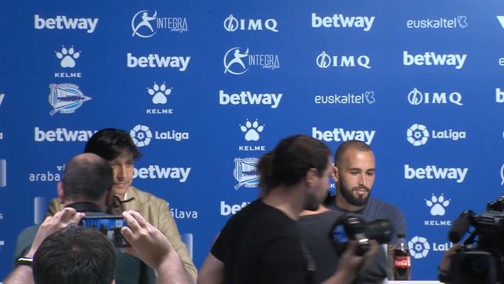 Rueda de prensa de Aleix Vidal durante su presentación con el Alavés