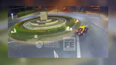 Un skater que circulaba en contramano fue atropellado por un taxi