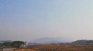 Densa capa de humo afecta a la capital de Honduras tras constantes incendios