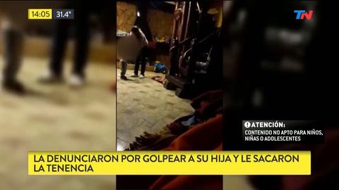 Detienen a una madre que fue filmada cuando golpeaba a su hijo