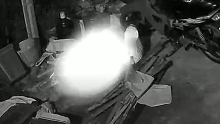 ทำเจ้าของบ้านผงะ ฝากชาวเน็ตช่วยดูหน่อย ดวงไฟหรืออะไร? ลอยเล่นกล้อง