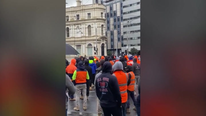'F*** the jab': Construction workers protest in Melbourne over vaccine mandate