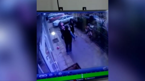Una niña de 5 años cae de un quinto piso en Rusia