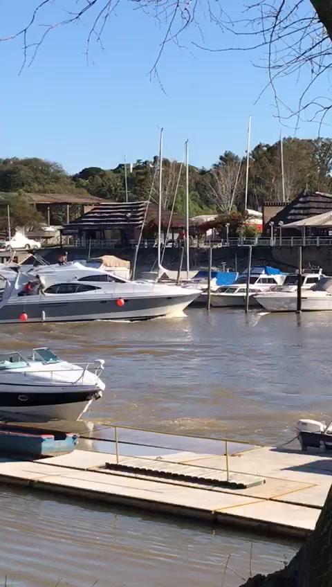VIDEO: Un llamativo accidente en el Club Náutico con embarcaciones dañadas