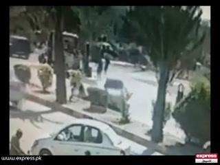 کراچی: پولیس ناکام، شہری خود ڈاکوؤں اور لٹیروں کا مقابلہ کرنے لگے