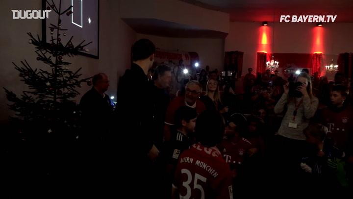 Tras las Cámaras: La visita de los jugadores a varias peñas del FC Bayern