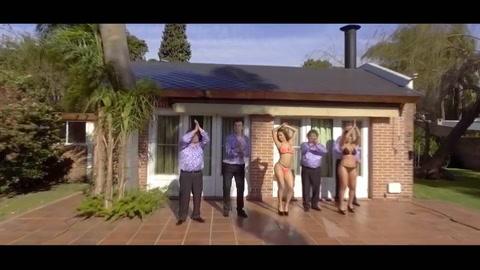 Barby Silenzi, muy hot en el nuevo clip de Los Palmeras