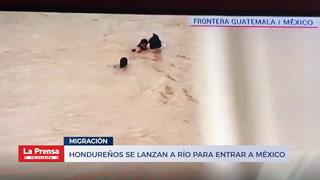 Hondureños se lanzan a río para entrar a México