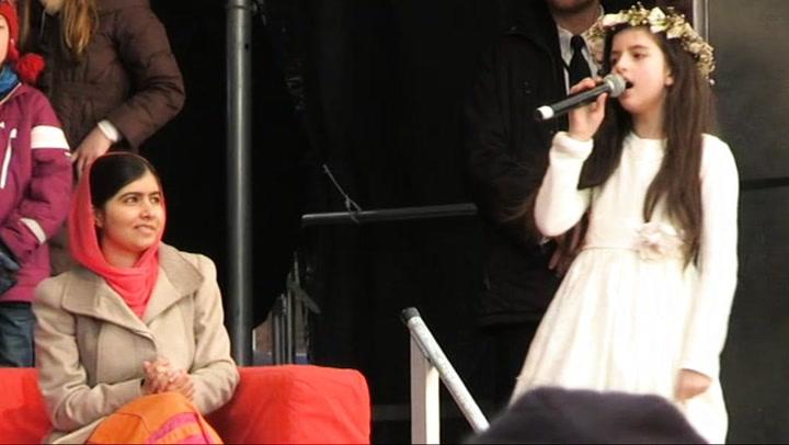 Hør Angelinas sang til fredsprisvinnerne