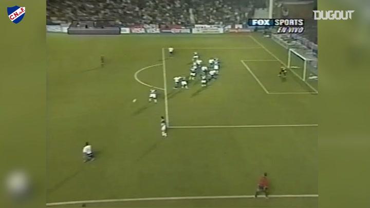 Diego Godín's great header goal against Vélez