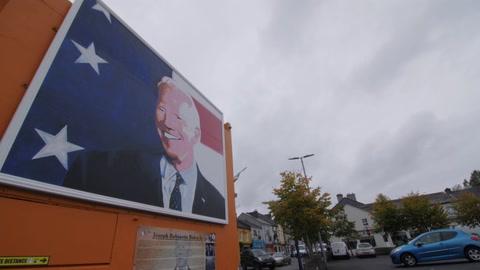 Las ciudades de los antepasados europeos de Trump y Biden también viven la elección