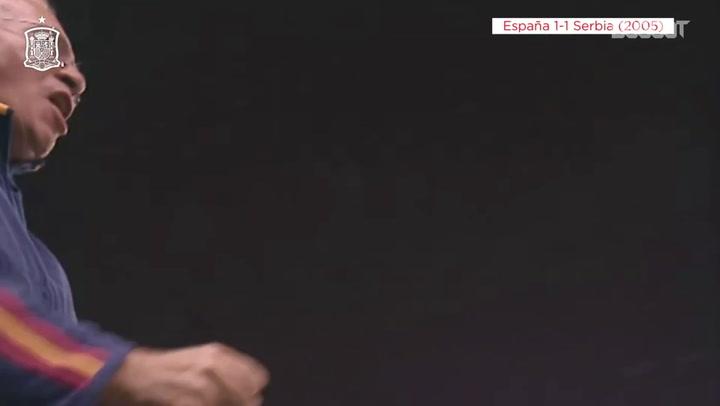 Raúl marca para a Espanha após assistência de Xavi