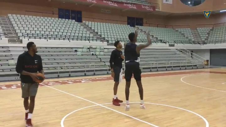 Los hermanos Antetokounmpo se divierten entrenando juntos en Murcia