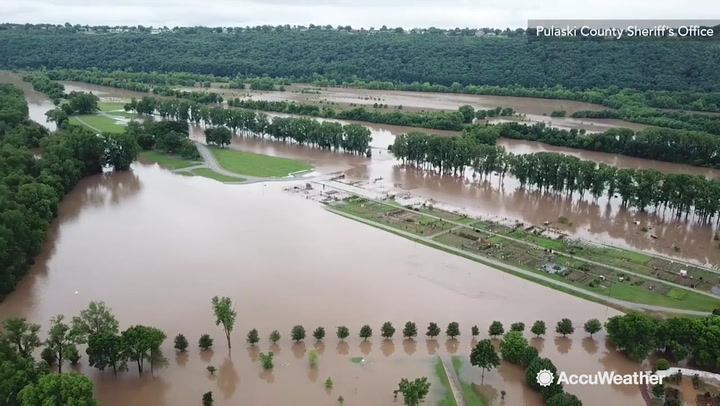 Levee failures along Mississippi, Arkansas rivers prompt