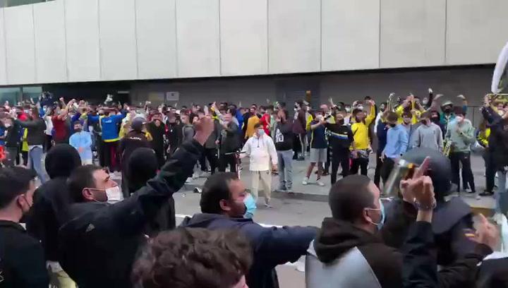 El Madrid, recibido con insultos en Cádiz por cientos de aficionados