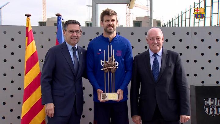 Gerard Piqué recoge el premio Aldo Rovira