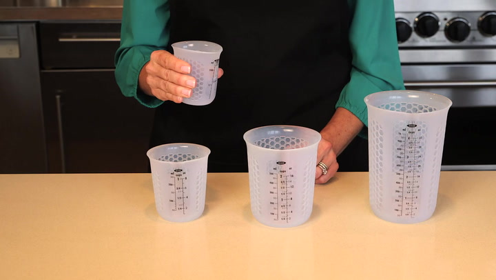 Preview image of OXO Silicone Squeeze Pour Measuring Cup video