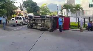 Accidente de tránsito en el barrio Los Andes dejó seis personas heridas
